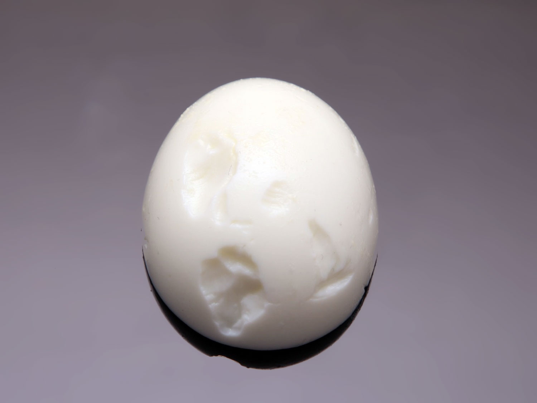 Почему некоторые яйца чистятся плохо