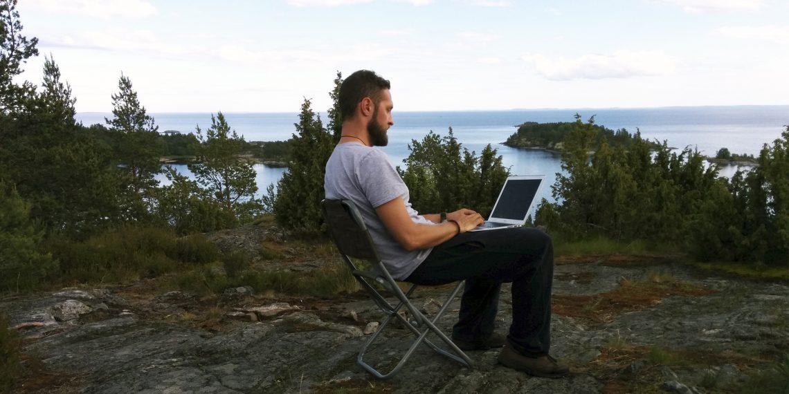 Рабочие места: Алексей Шелестенко, представитель Twitter в России