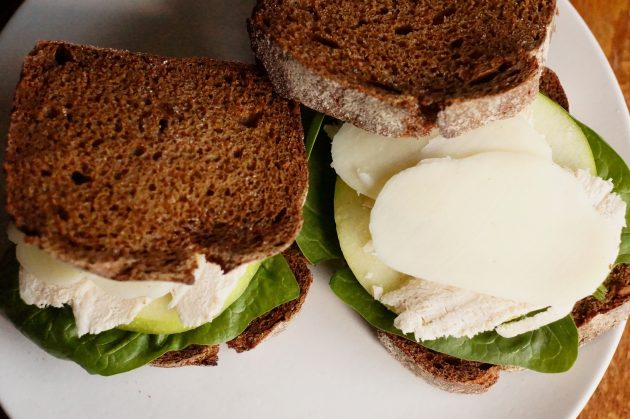 Рецепт сэндвича с мясом птицы и яблоком