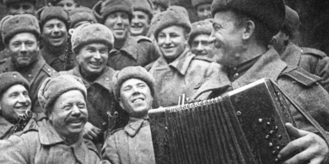 ТЕСТ: Насколько хорошо вы помните военные песни?