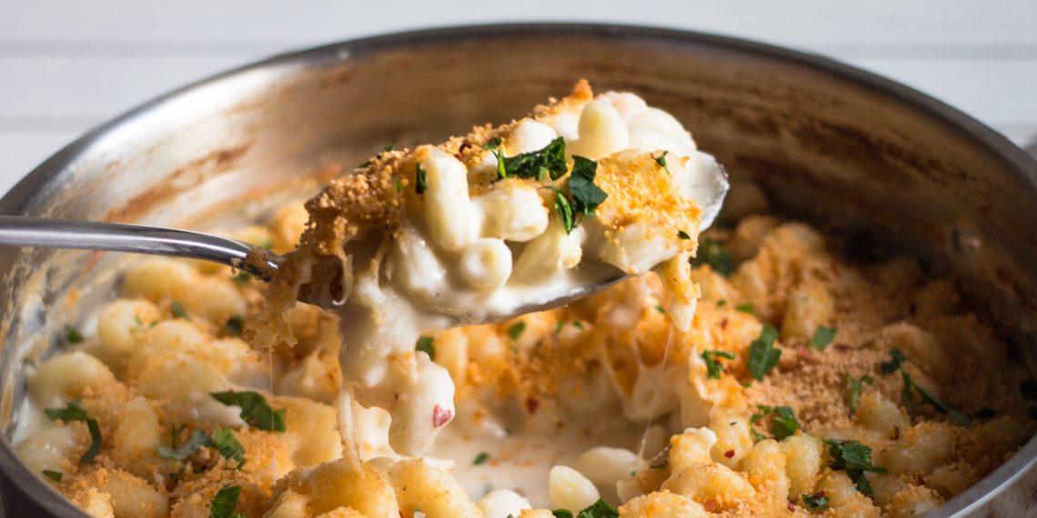 РЕЦЕПТЫ: Макароны с сырным соусом в одной посуде