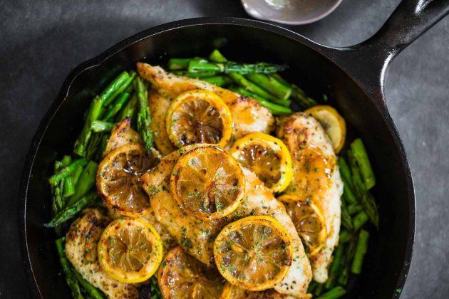 Куриные грудки с лимоном и спаржевой фасолью