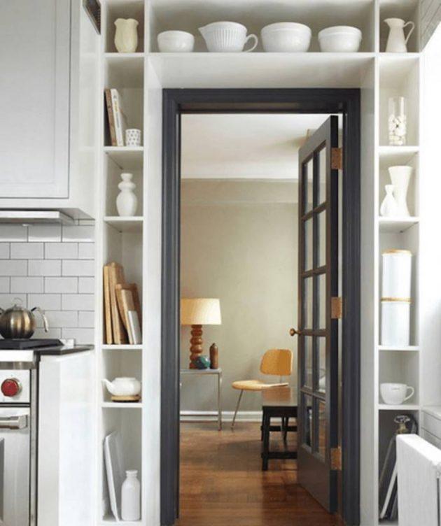 Дизайн маленькой квартиры: полки вокруг двери