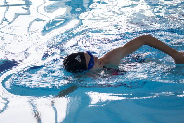 Спортивная экипировка: плавательная шапочка