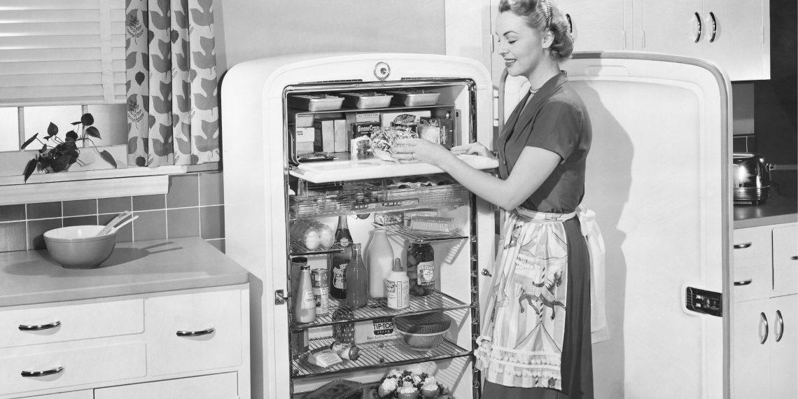 Как навести порядок в холодильнике, пока там не зародилась новая жизнь
