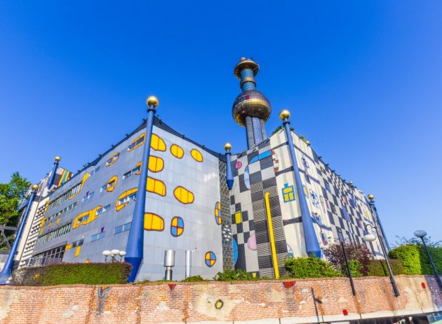 архитектура Европы: Spittelau District Heating Plant in Vienna