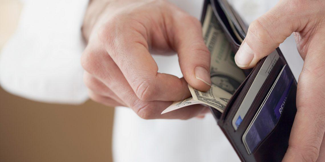 Чтобы тратить меньше, расплачивайтесь наличными