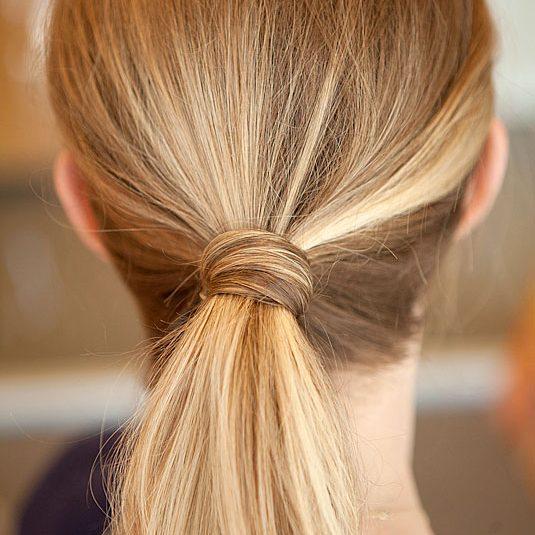 Простые причёски: хвост со жгутом