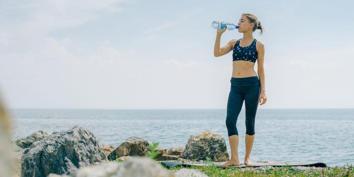 Почему вам нужно прекратить использовать пластиковые бутылки повторно