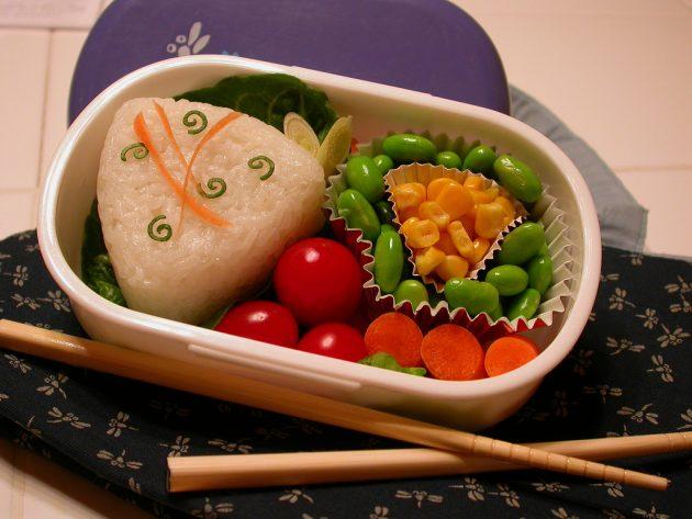 офисные обеды: онигири с сёмгой
