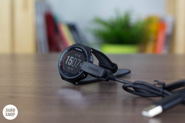 Garmin Forerunner 735xt: зарядное устройство
