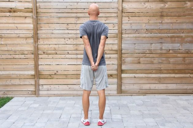 как исправить сутулость: мышцы груди и плечи