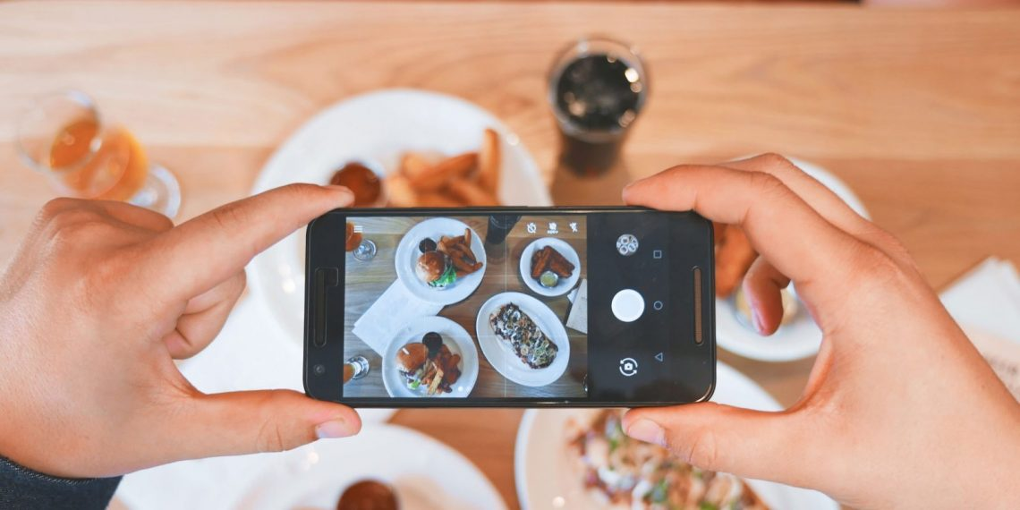 Songtiment — приложение, которое добавляет музыку к фото в Instagram