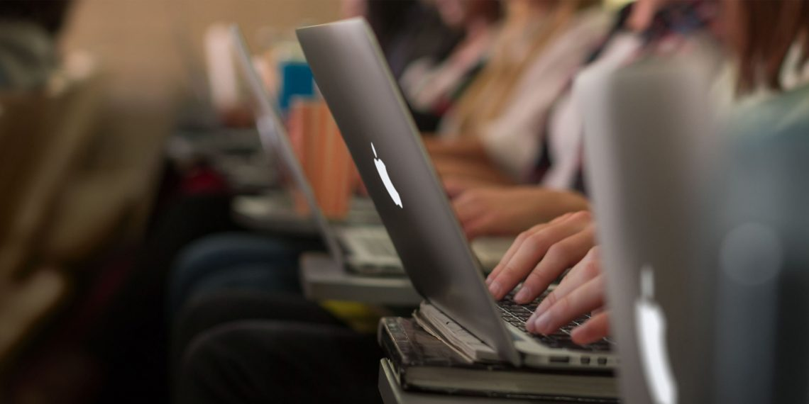 Прямая трансляция презентации MacBook Pro