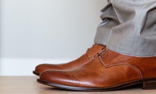 Как растянуть кожаную обувь на размер