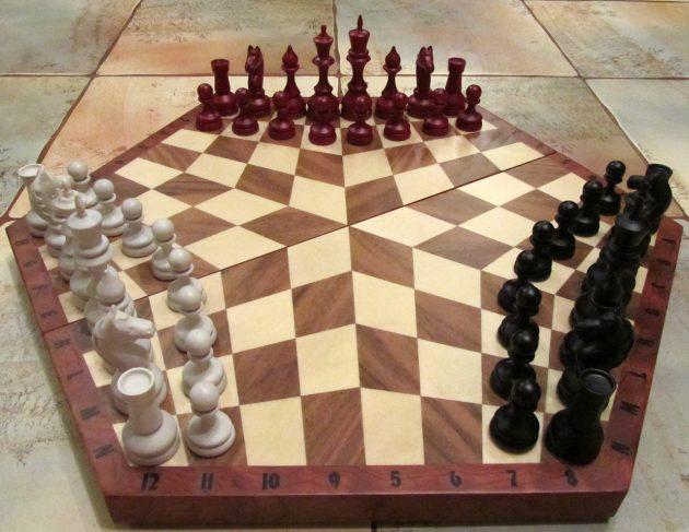 Оригинальные подарки на Новый год: шахматы на троих