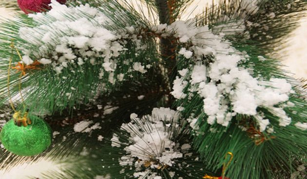 новогодние товары: искусственный снег