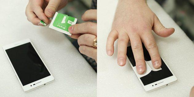 Как наклеить защитное стекло: обезжирьте поверхность экрана