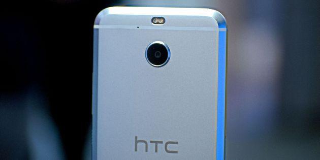 Вышел новый смартфон HTC, который не имеет специального аудио разьема