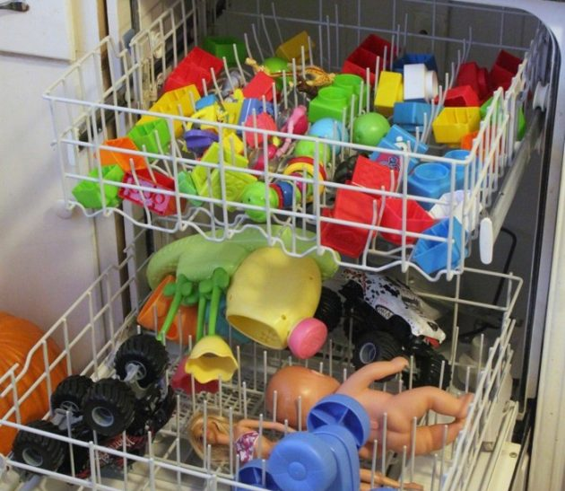 Как пользоваться посудомоечной машиной: стирать игрушки