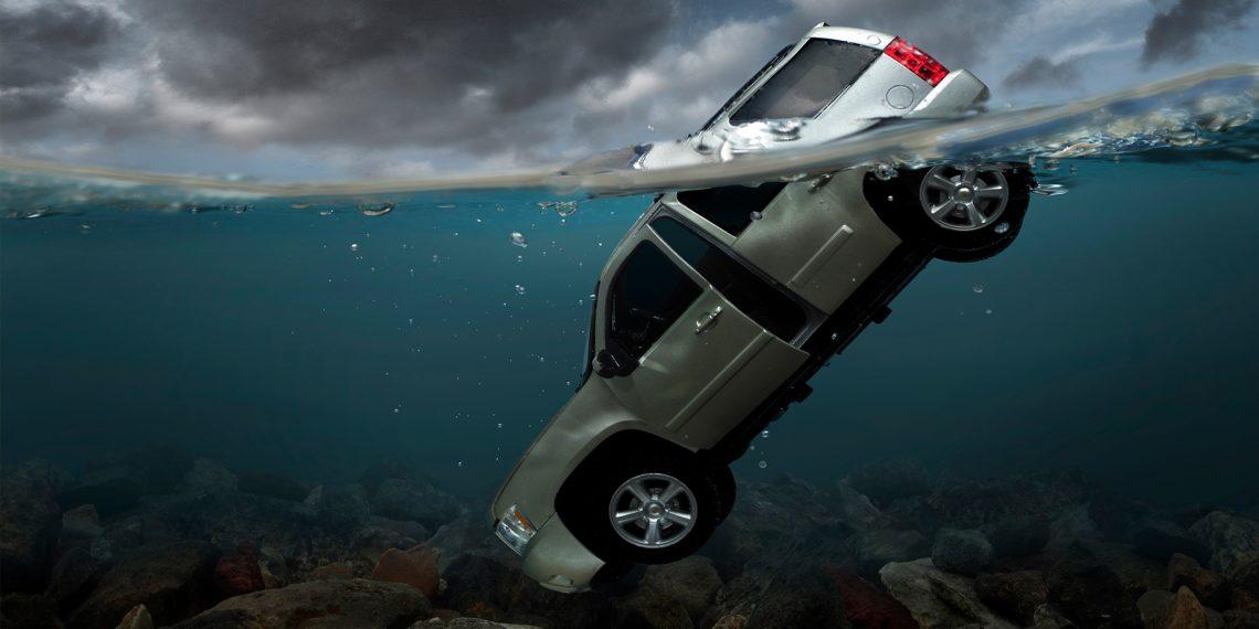 Как выбраться из тонущей машины