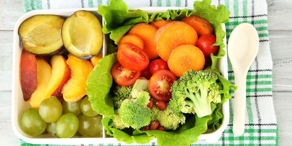 Чем наполнить ланчбокс: 10 идей для тех, кто обедает в офисе