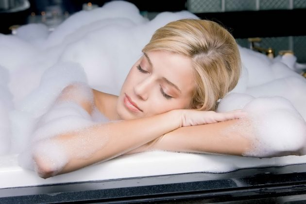 мифы о здоровье: морщинки после ванны