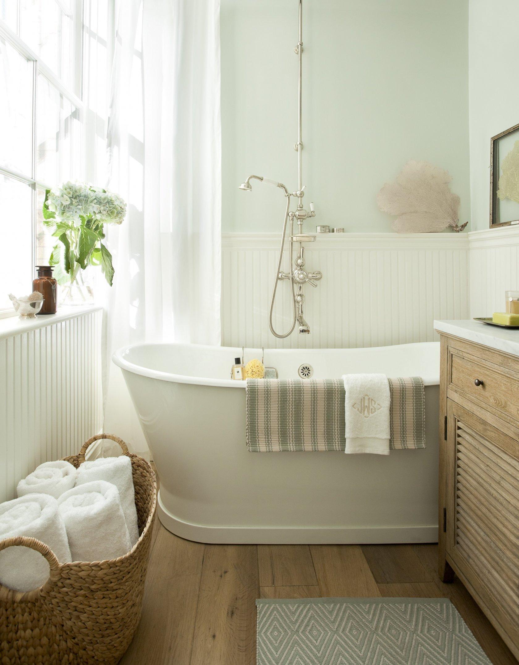 стильный интерьер ванной комнаты с окном фото 50273