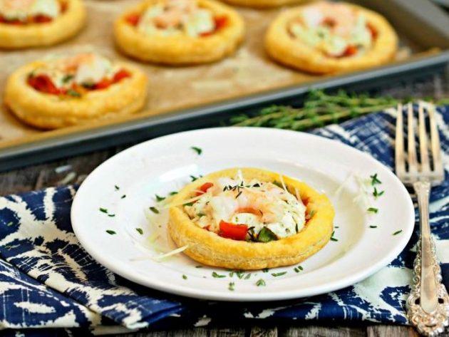 Тарталетки с креветками и сливочным сыром