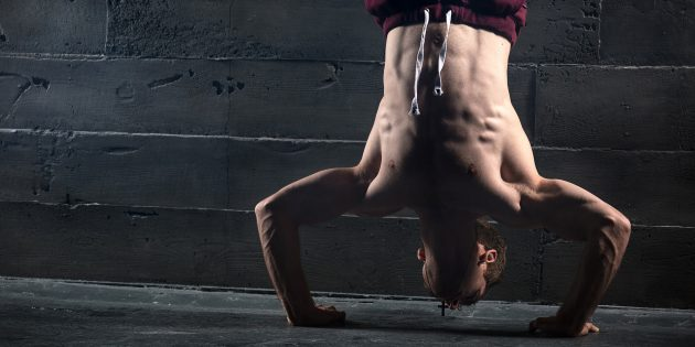 16 необычных упражнений в стойке на руках