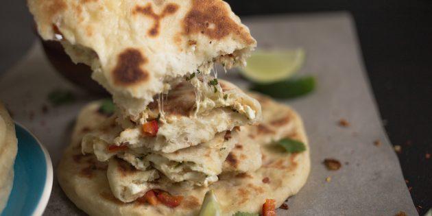 Лепёшки с творожной начинкой на индийский манер