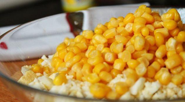 Яичный салат с кукурузой