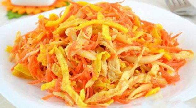 Салат с яичными блинчиками и корейской морковью