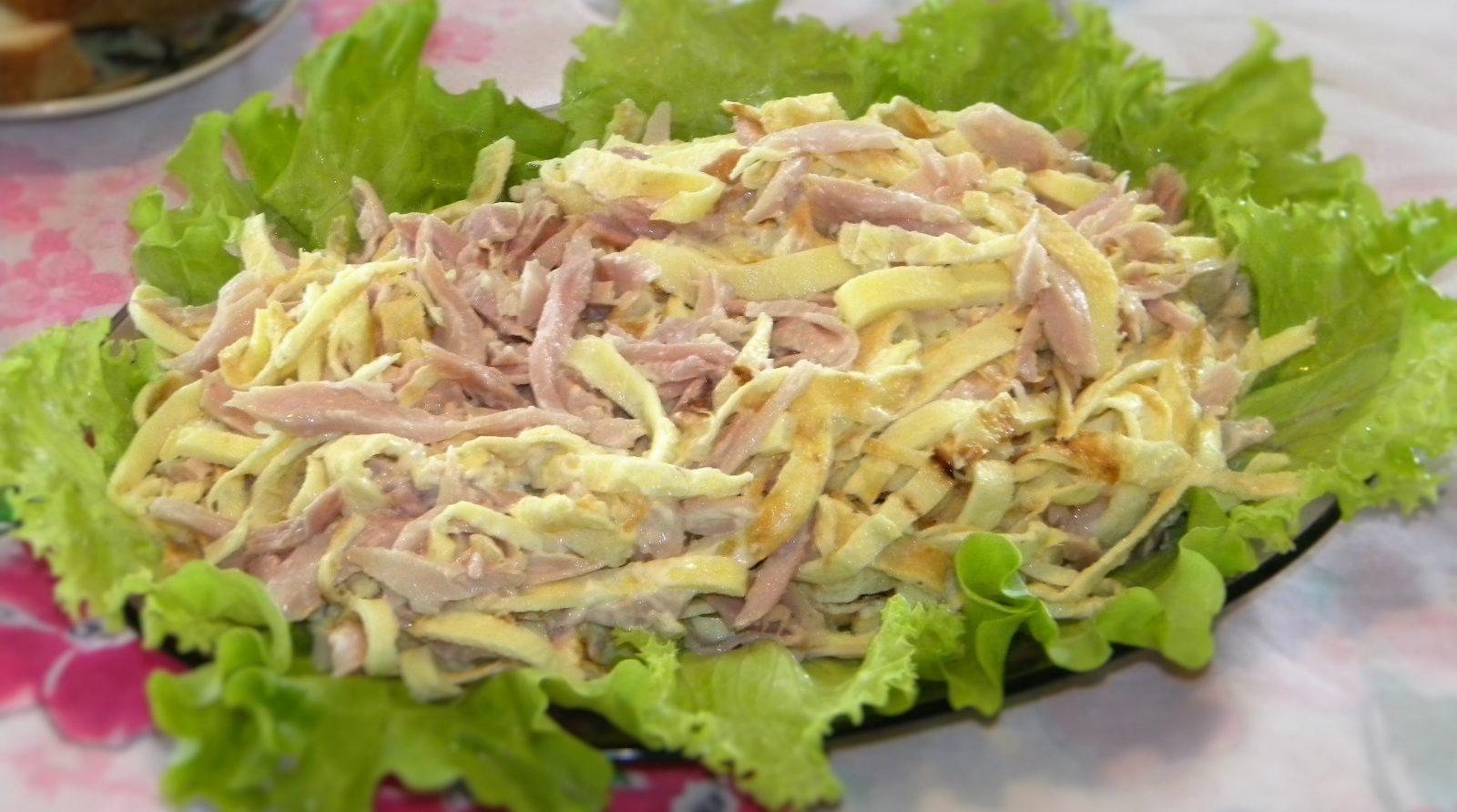 Салат из омлета и курицы с фото 4