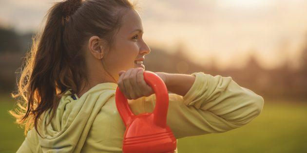 Гантели или гири: что выбрать в спортзале и для дома