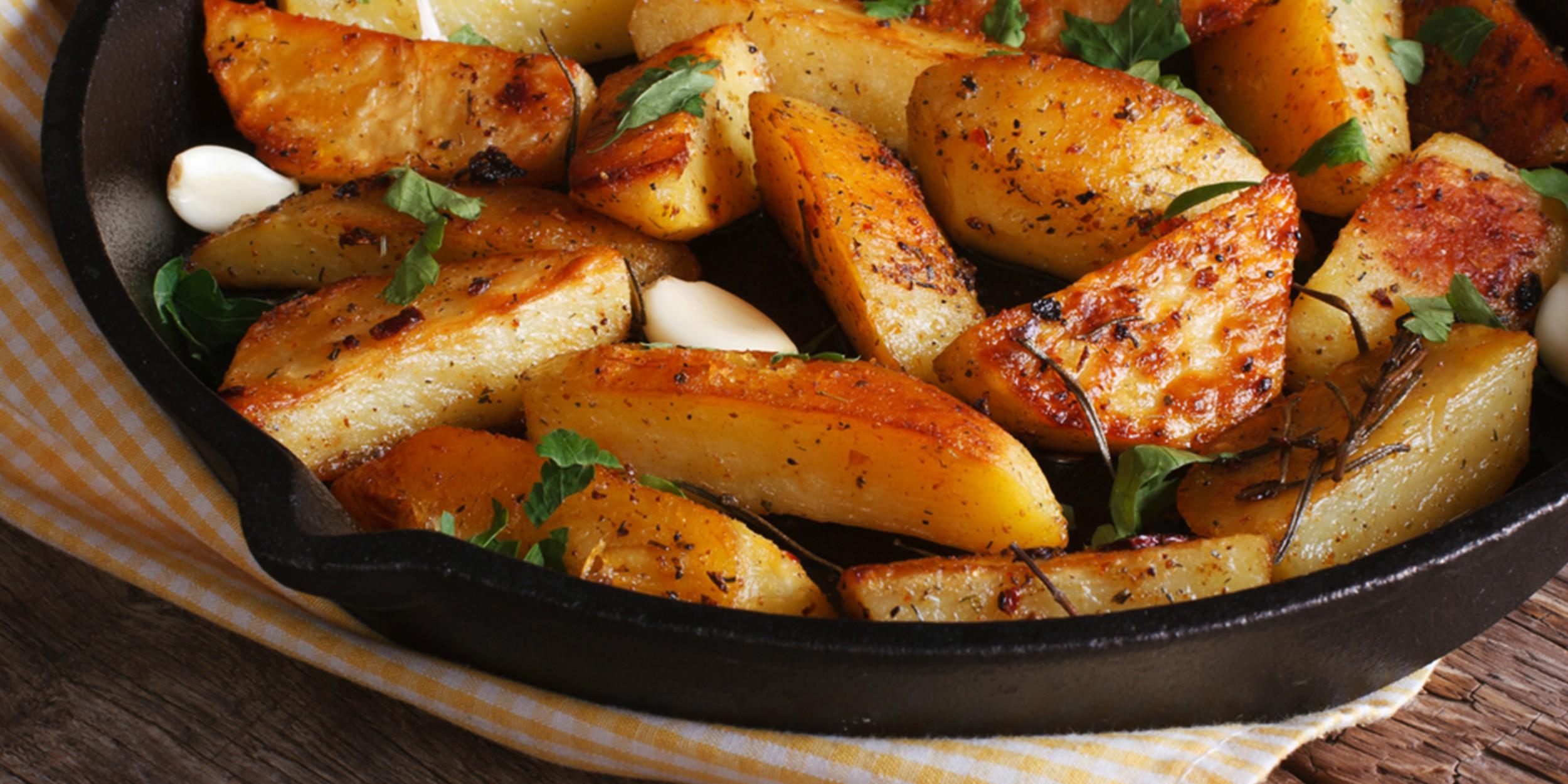 Запечь картошку по деревенски в мультиварке