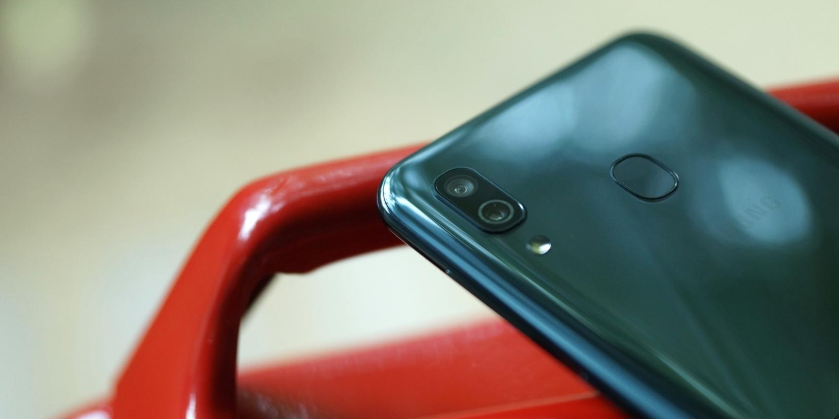64712129a688f Samsung представила Galaxy A40 — компактный и недорогой смартфон с NFC и  Android 9.0 - Лайфхакер