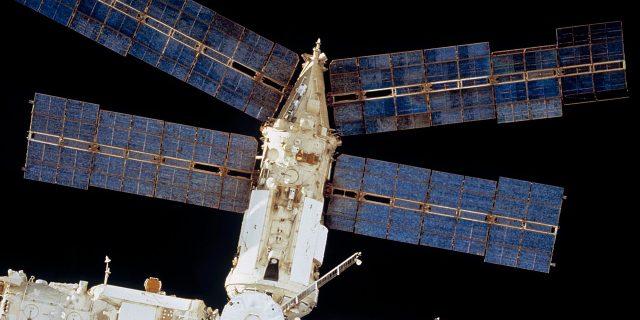 1280px Spektr before collision   cropped 1617870843 e1617870870712 640x320 - Станция «Мир»: история одного из величайших достижений советско-российской космонавтики